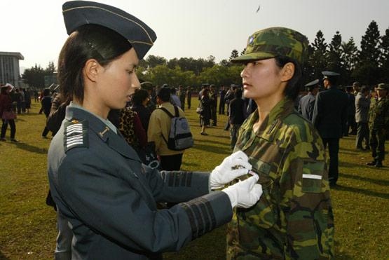 台湾陆军将成立专门从事电子战的女兵连(图)
