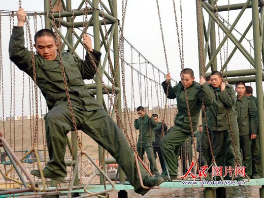 解放军新兵体质差实战演练关键时刻掉链子(图)