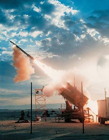美国防部长称愿与中国谈亚洲导弹防御系统(图)