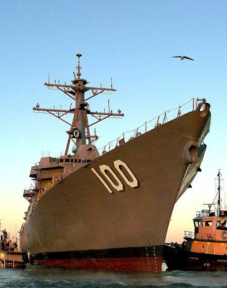 美海军最新一艘阿利-伯克级驱逐舰基德号服役