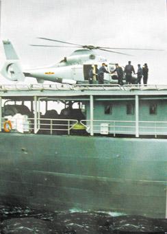 中国海军舰载机首次夜间行进着舰纪实(组图2)