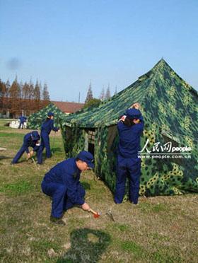 组图:东海舰队某支队演练战时码头医疗救护