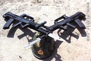 我国自主研发的95式5.8毫米班用自动步枪(组图)