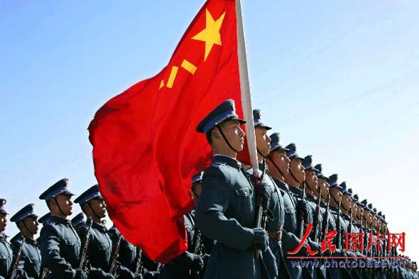 组图:我军举行阅兵式纪念人民空军成立56周年