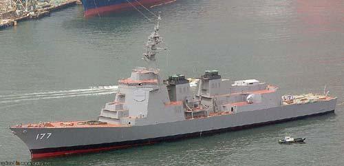 图文:日本驱逐舰吨位不亚于巡洋舰