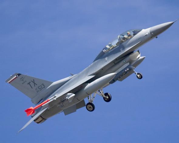 图文:美国空军f 16d 布洛克30轻型战斗机