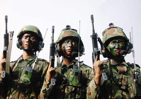 组图:我军99式坦克参加陆空协同实兵对抗演练