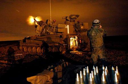 图文:以色列陆军战车向加沙北部地区开火