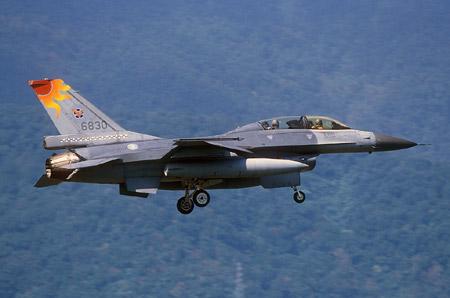 台湾拟购CBU-105集束炸弹对抗大陆海军(组图)
