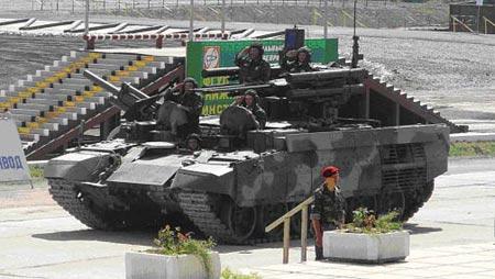 采用T-72主战坦克底盘的BMPT坦克支援车(图)