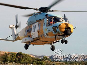 意大利海军第一架NH90直升机试飞成功(组图)
