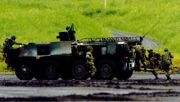 图文:日本轻装快速旅团快速登车作战演练