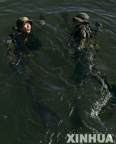组图:日美军队展开联合夺岛军事演习