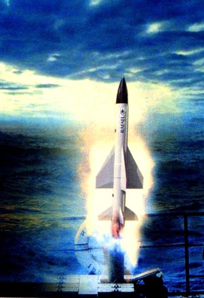 图文:巴拉克-1导弹从垂直集装箱式发射装置发射