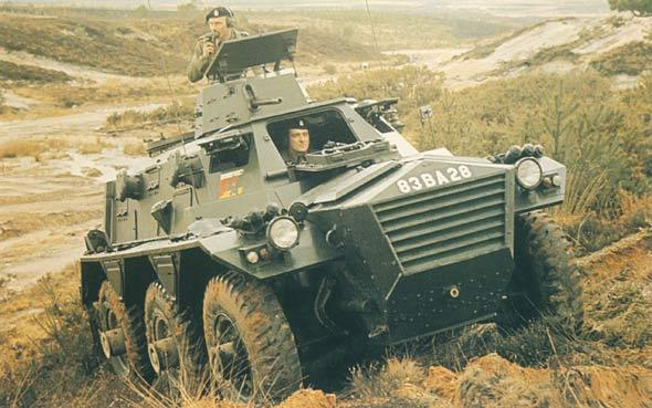 """图文:英国""""撒拉逊""""装甲输送车"""