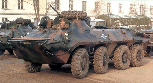 图文:俄罗斯BTR-70装甲输送车