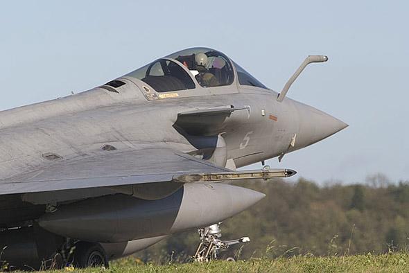 武器纵横:法国阵风舰载战斗机性能揭秘(组图)