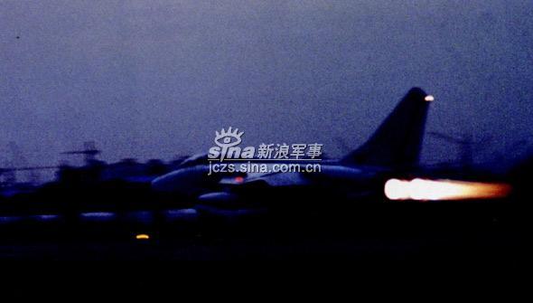 我军东海舰队航空兵飞豹机群夜战演练(组图)
