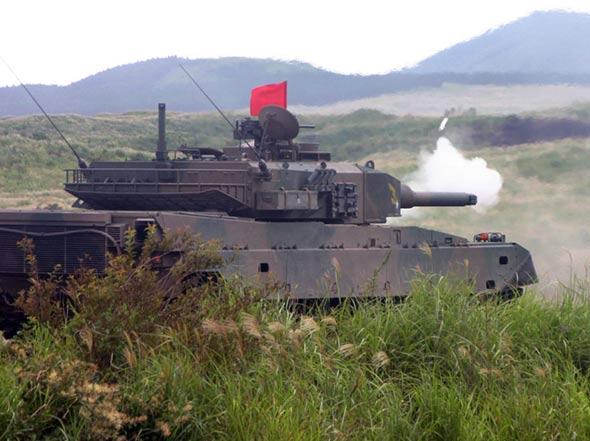 图文:陆上自卫队装备的90式主战坦克