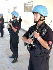 组图:为海地大选担任护卫任务的中国维和警官