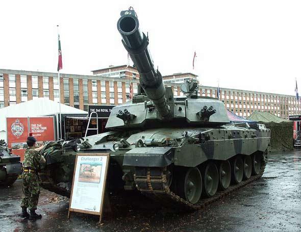 图文:英国陆军装备的挑战者II型主战坦克