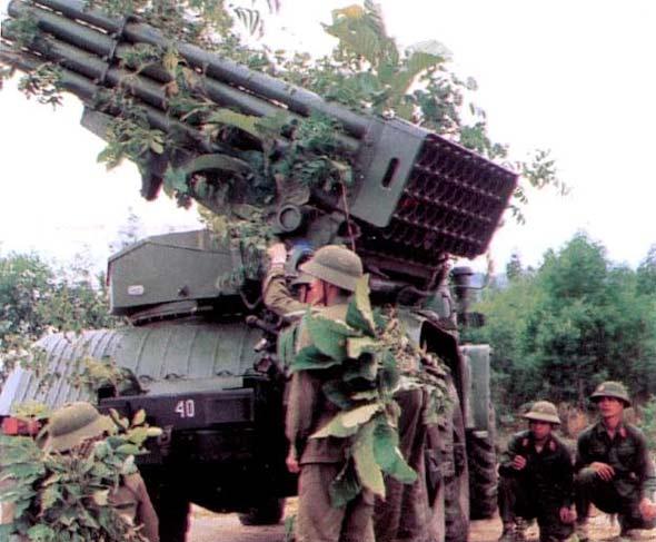 图文:越南陆军BM-21火箭炮参加军事演习