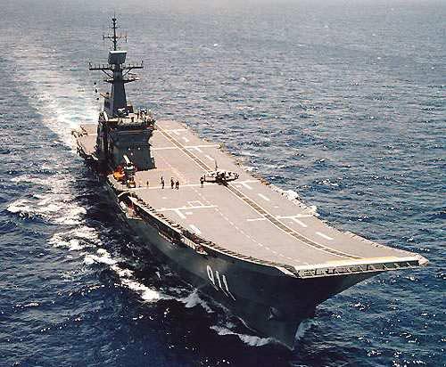 """图文:泰国皇家海军航母""""差克里-纳吕贝特""""号"""