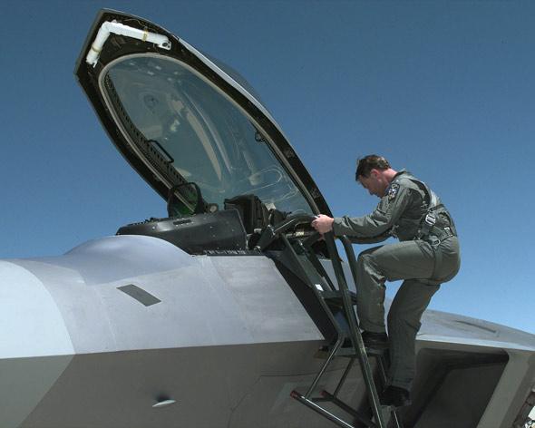 专家谈美国空军F-22战机性能优势(组图)