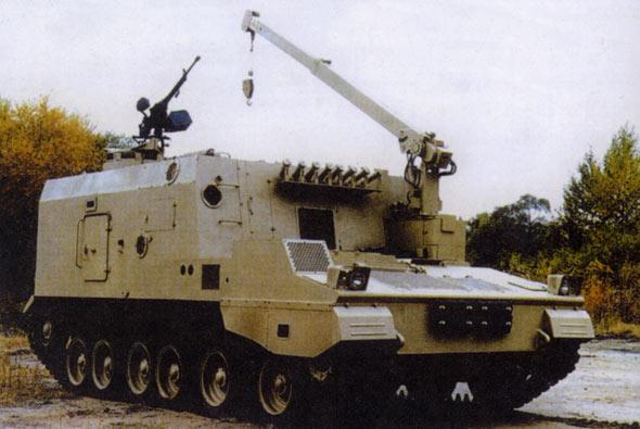 图文:PCZ-45弹药补给车可装载90发155炮弹
