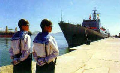 图文:891舰停泊在某军港