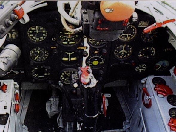 图文:米格-17战斗机座舱内部分仪表
