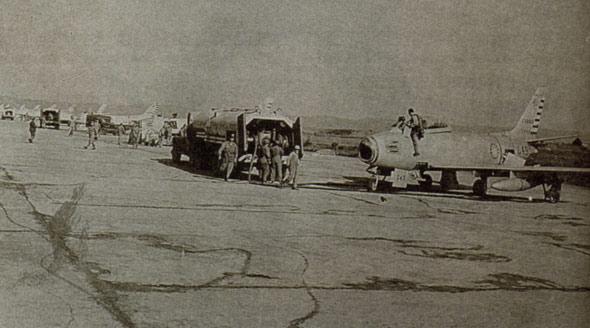 图文:台湾机场上的F-86机群
