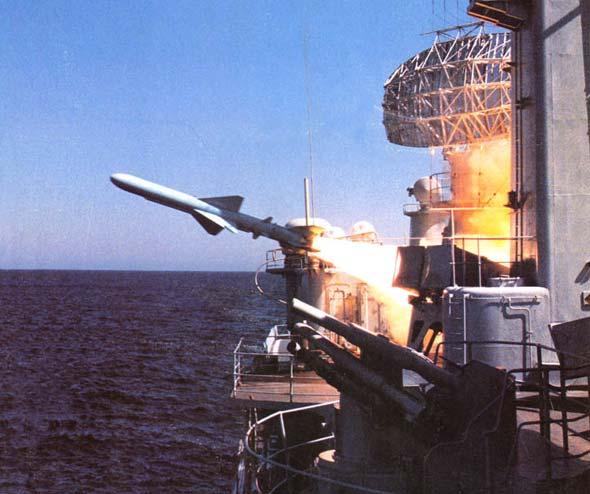 图文:中国海军舰船装备的C-801型反舰导弹