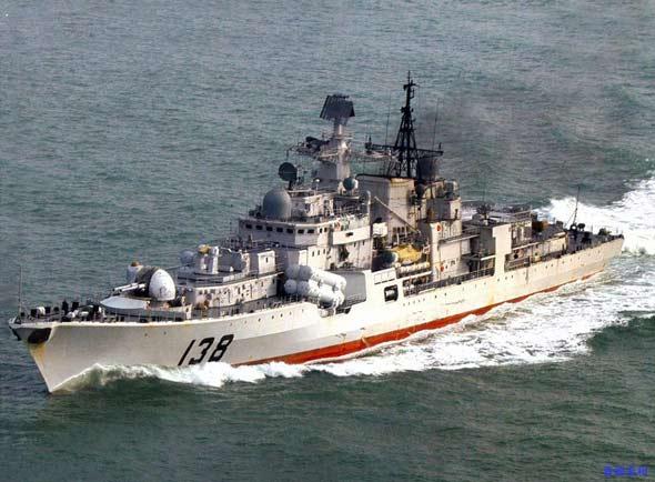 图文:回国途中的我军新型现代级138号驱逐舰