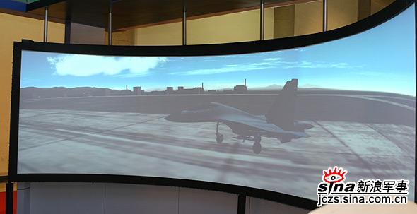 图文:国产苏-27战机模拟训练器