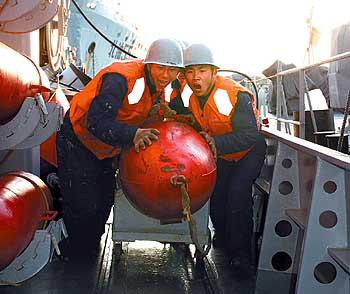组图:中国北海舰队某扫雷舰大队海上比武