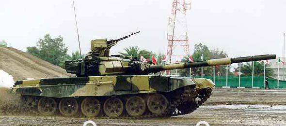 图文:T-90主战坦克进行机动测试