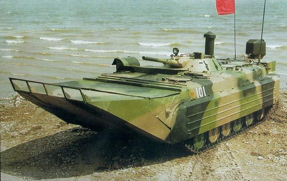 图文:63C式两栖履带式装甲人员输送车