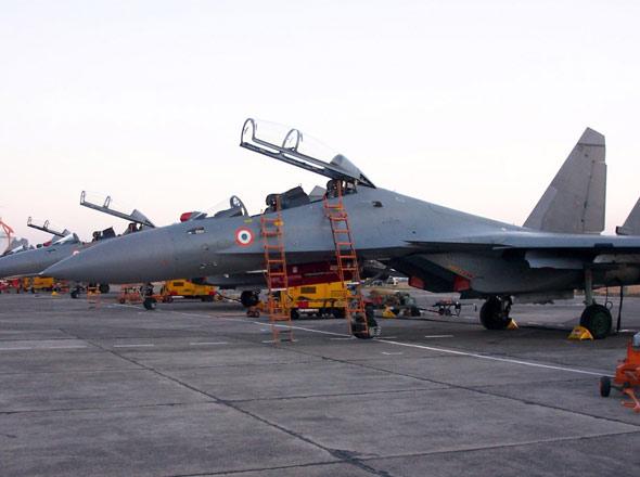 印度军工企业加速生产苏-30MKI战斗机(组图)