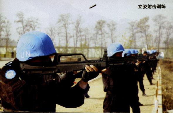 图文:95式自动步枪立姿实弹射击