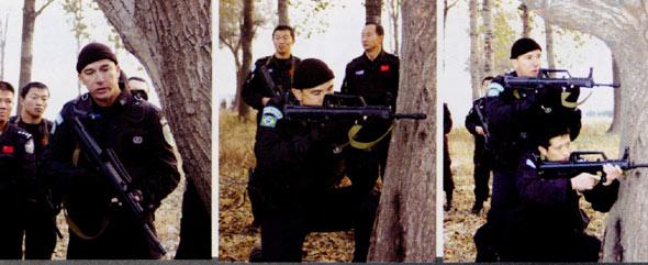 图文:巴西专家演示5从战斗小组行动战术配合过程