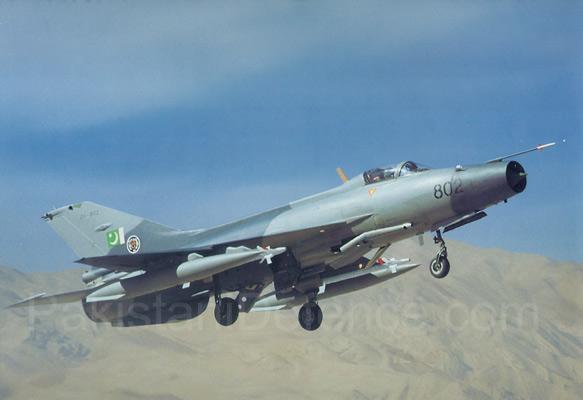 图文:巴基斯坦空军列装的中国制歼七PG战斗机