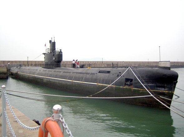 图文:33G导弹潜艇是是以33R级潜艇为母体装而来