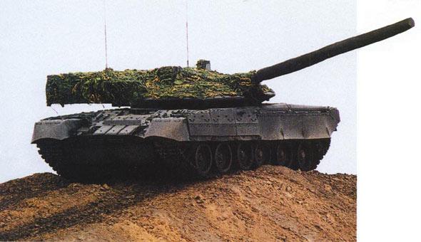 图文:黑鹰坦克炮塔尾舱带有明显的西方风格