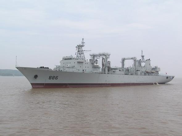 武器纵横:中国海军建造新型福池级补给舰(图)
