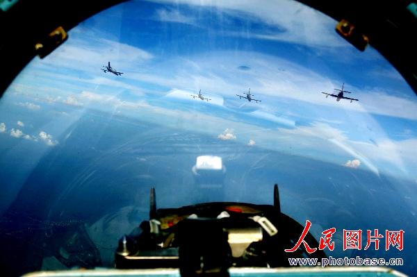 中国记者乘坐空军苏-27战机航拍揭秘(组图)