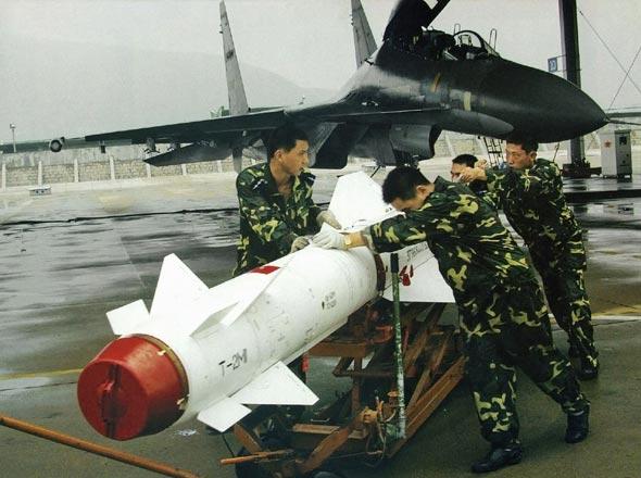 图文:中国空军列装的苏-30MKK多用途战斗机