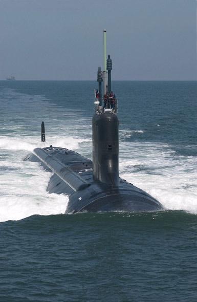 图文:美海军德克萨斯号核动力攻击核潜艇海试中