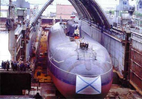 图文:奥斯卡级巡航导弹核潜艇完成建造