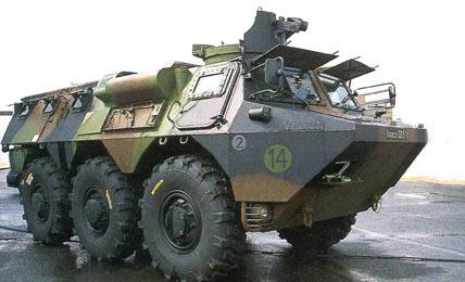 图文:法国陆军装备的VAB装甲输送车